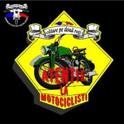 detaliu tricou atentie la motociclisti